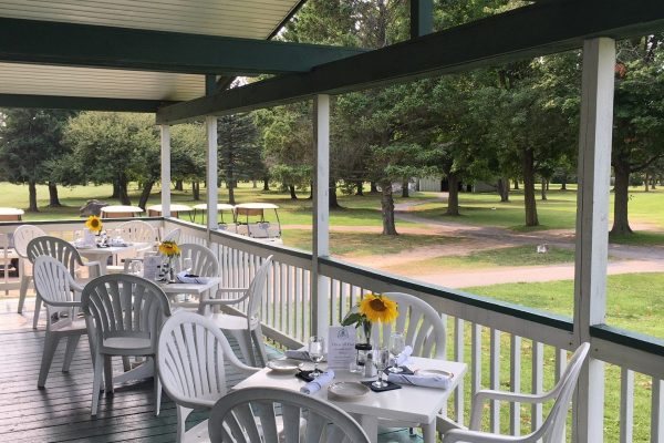 lodge-on-the-green-outdoor-seating